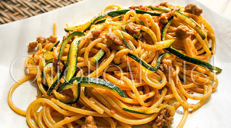 Pasta spaghettoni piccanti con salsiccia aglio e for Ricette asiatiche