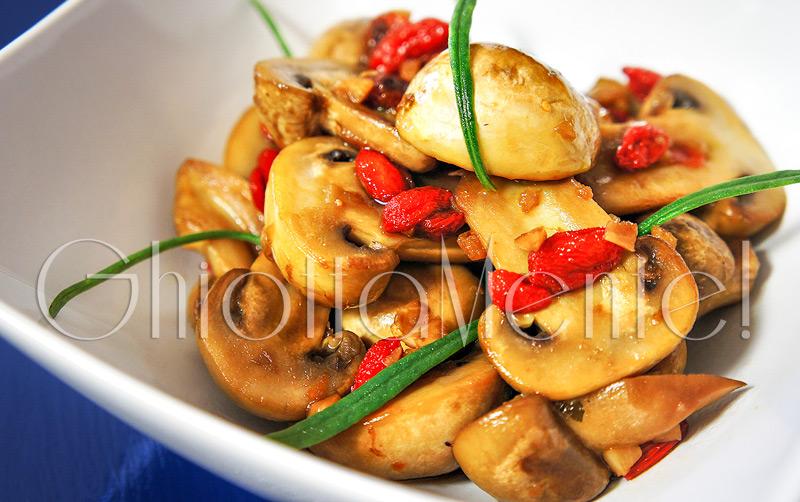Saute-funghi-goji-aglio-05a800