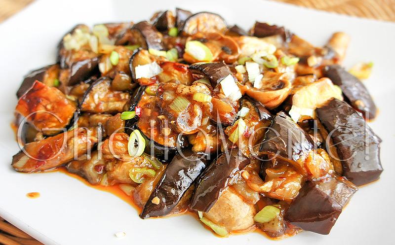 melanzana-salsa-acciughe-aglio-05-800