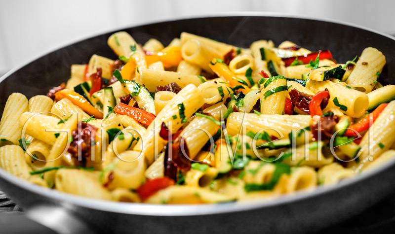 pasta-rigatoni-pomodori-secchi-ortaggi-04-800