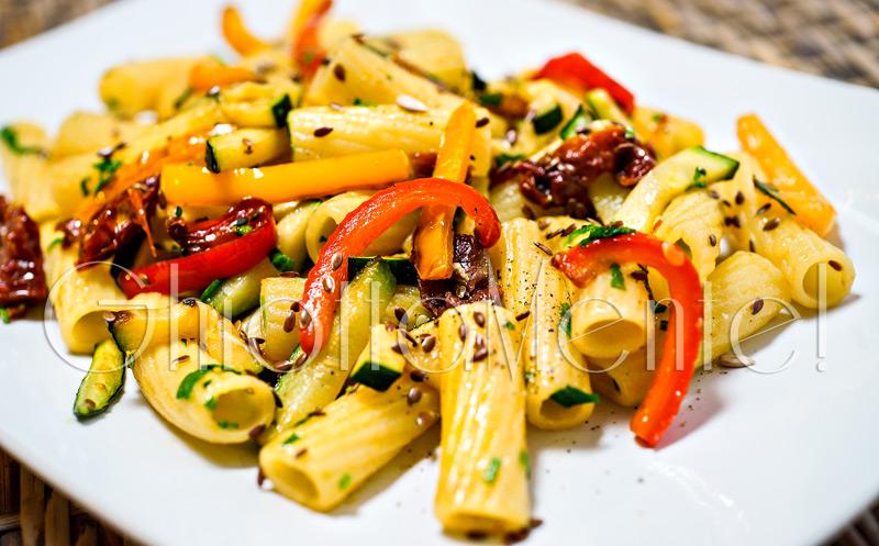 pasta-rigatoni-pomodori-secchi-ortaggi-06-800