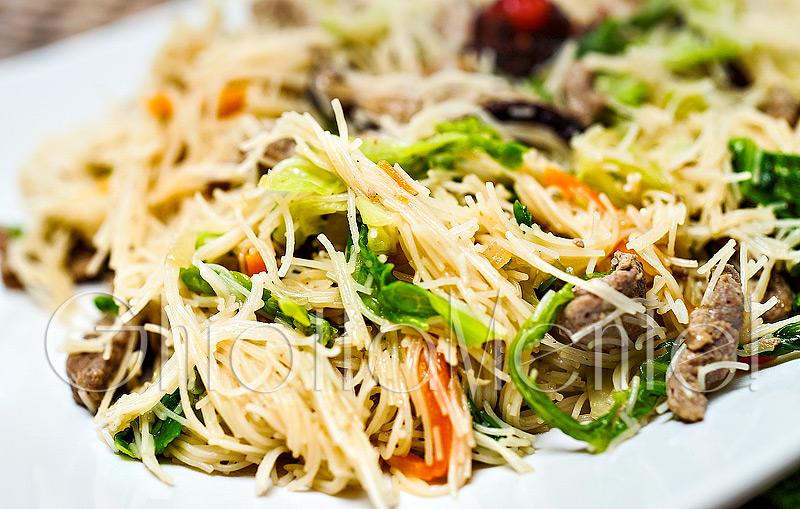 spaghetti-di-riso-verdure-carne-15a800