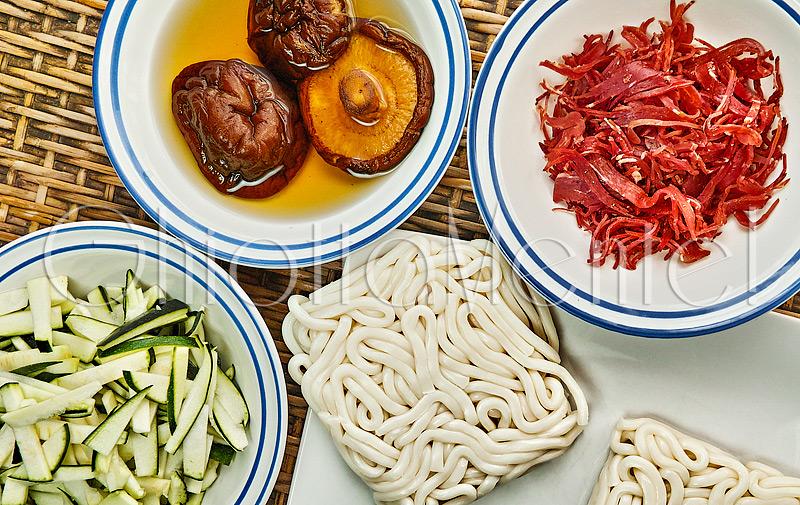 udon-bresaola-shiitake-zucchine-02-800
