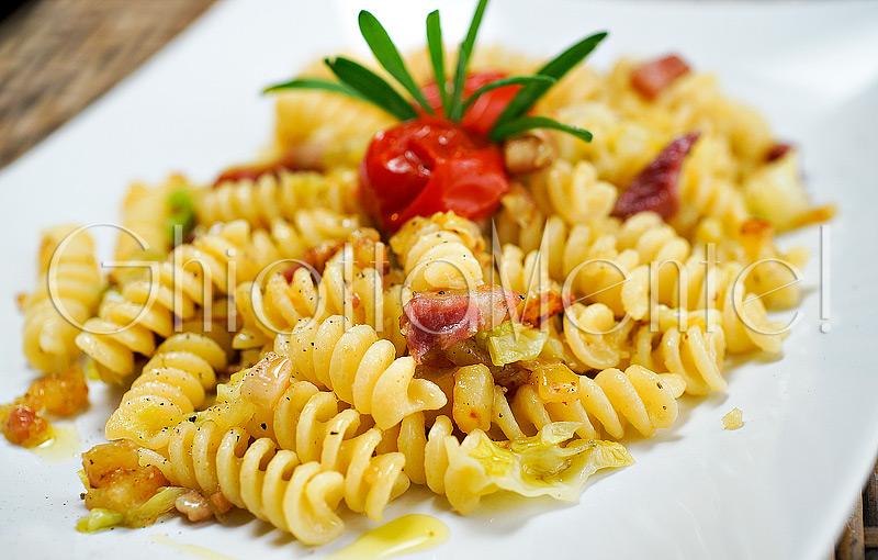 pasta-fusilli-pancetta-patate-verza-pomodorini-08-800