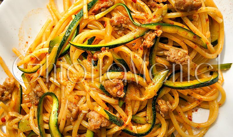 pasta-piccante-salsiccia-zucchine-aglio-sausage-zucchini-garlic-06-800