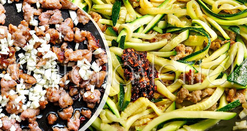 pasta-piccante-salsiccia-zucchine-aglio-sausage-zucchini-garlic-07-800