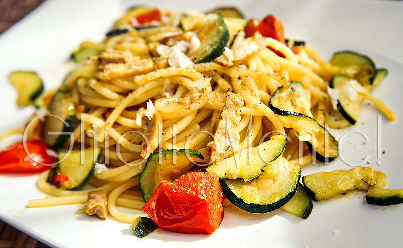 pasta-spaghetti-pomodorini-zucchine-pancetta-curcuma-05-800