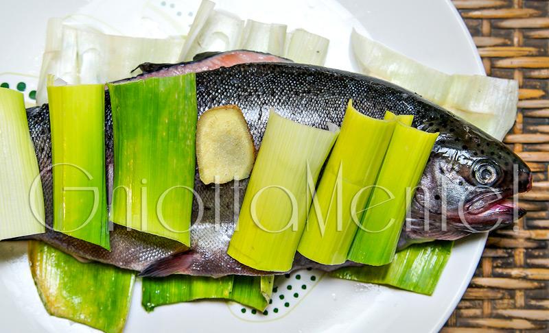 pesce-trota-vapore-cinese-zenzero-cipolotti-01-800