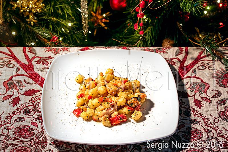 gnocchetti-frutti-mare-peperoni-2-800